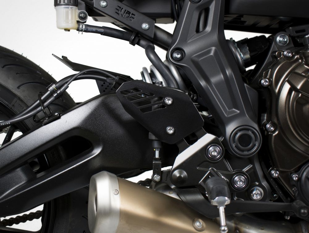 Yamaha MT-07 plaques protege chaussures