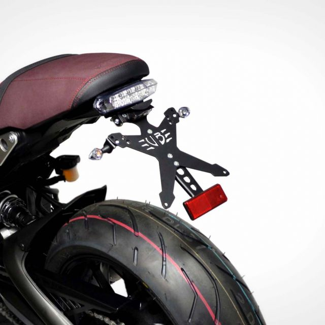 Yamaha XSR 900 X-Treme rear light with classic license plate kit