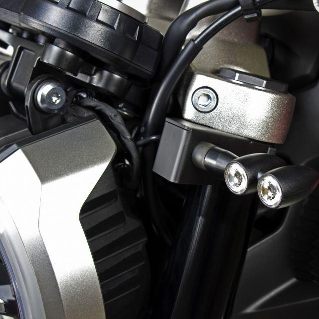Kit de montage de clignotants aftermarket sur les fourches Honda CB1000R