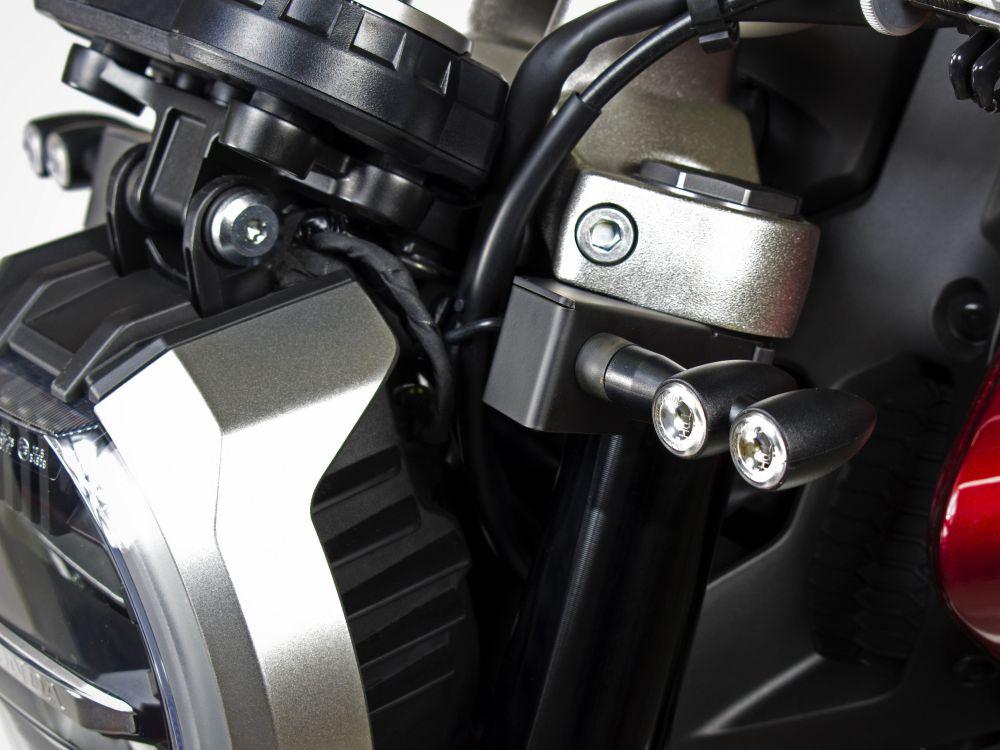 Kit supporti indicatori di direzione aftermarket su forcelle Honda CB1000R